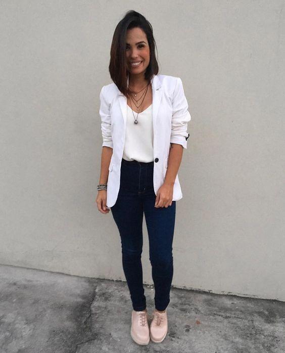 look com calça jeans e blazer para entrevista de emprego