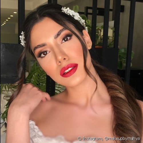 maquiagem de noiva para dia com batom vermelho