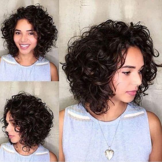 cabelo médio repicado com finalização ondulada