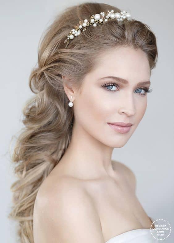 noiva com tiara de pérolas