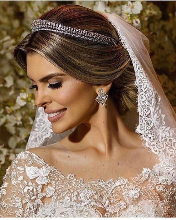 maquiagem de noiva clássica com batom matte
