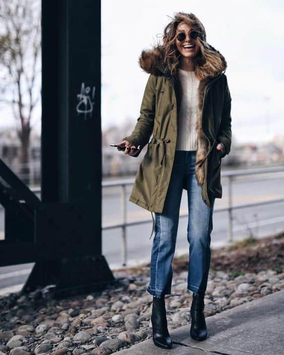 look de inverno com parka peluciada verde