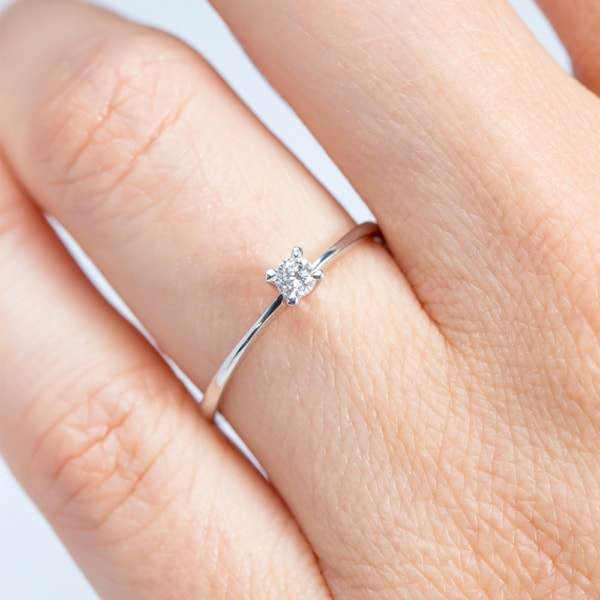 anel feminino delicado em ouro branco
