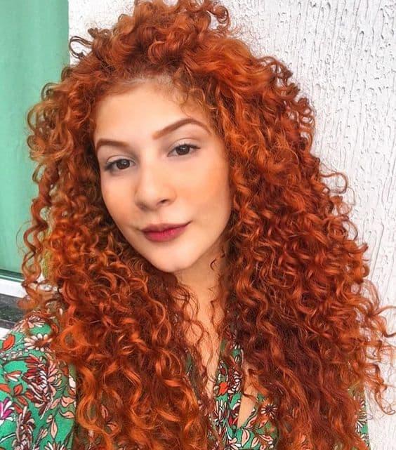 cabelo cacheado ruivo e comprido