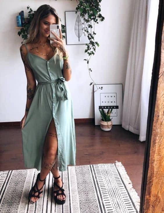 selfie de look tumblr com vestido midi