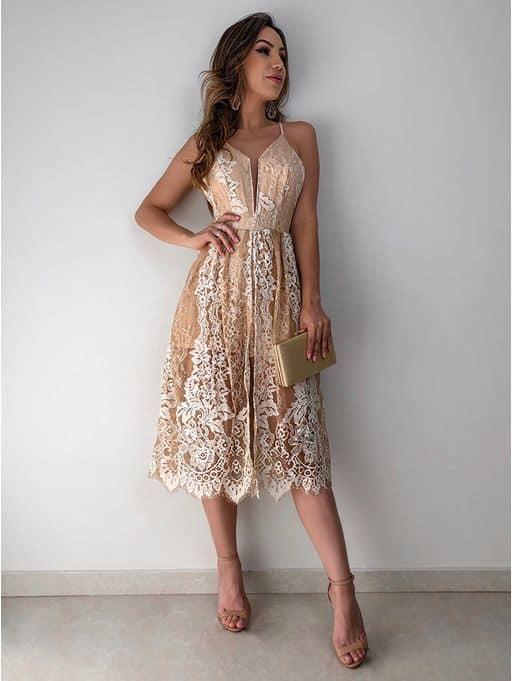 vestido midi nude e em renda para noiva