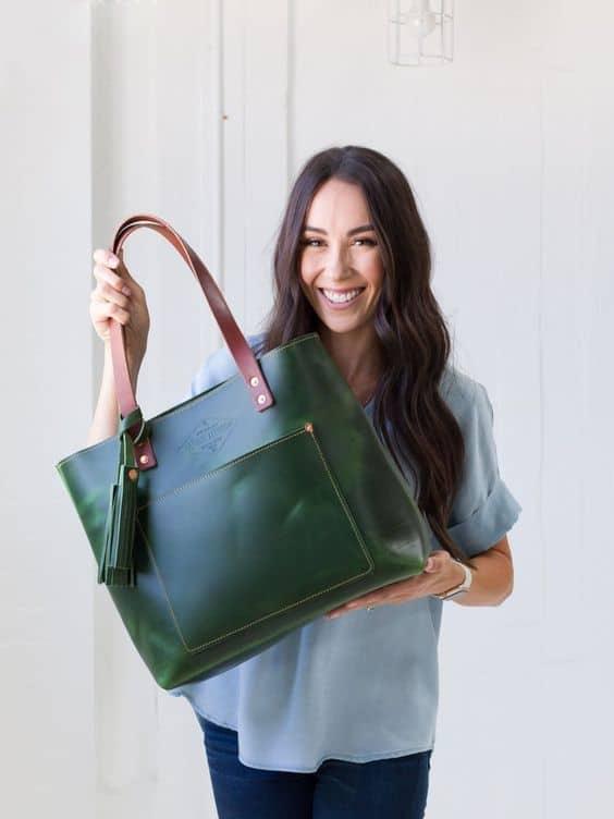 As bolsas tote de couro podem ser de diversas cores