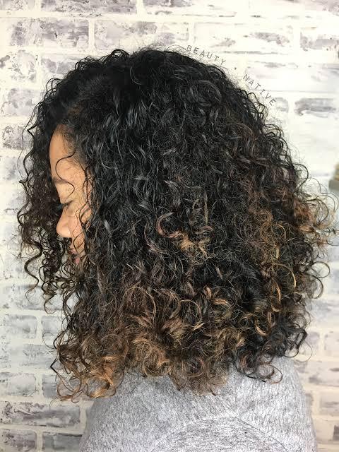 Balaiagem em cabelo cacheado curto52