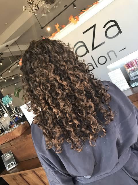 Balaiagem em cabelo cacheado médio47