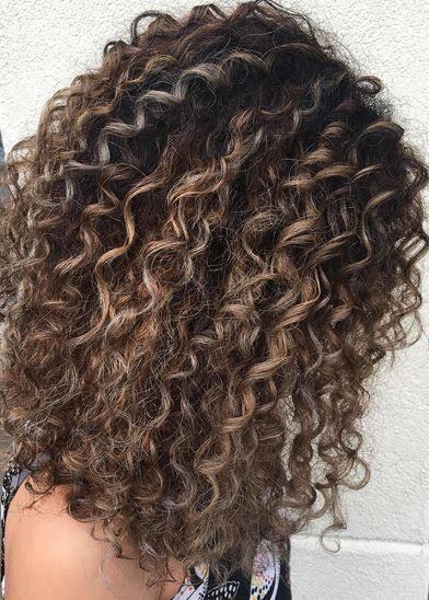 Balaiagem em cabelo cacheado55