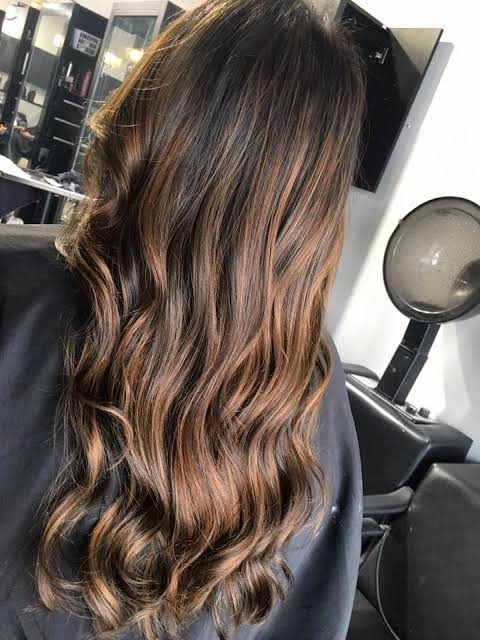Balaiagem mel em cabelo ondulado13