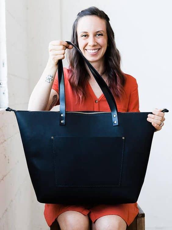 Bolsa preta tote para caber tudo o que você precisa