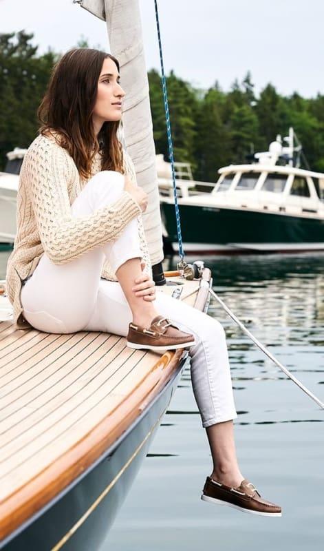 Calça branca com dockside feminino de couro marrom