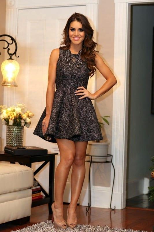 Camila Coelho com vestido curto rodado