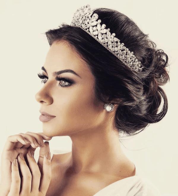 Coroa com motivos florais para noivas