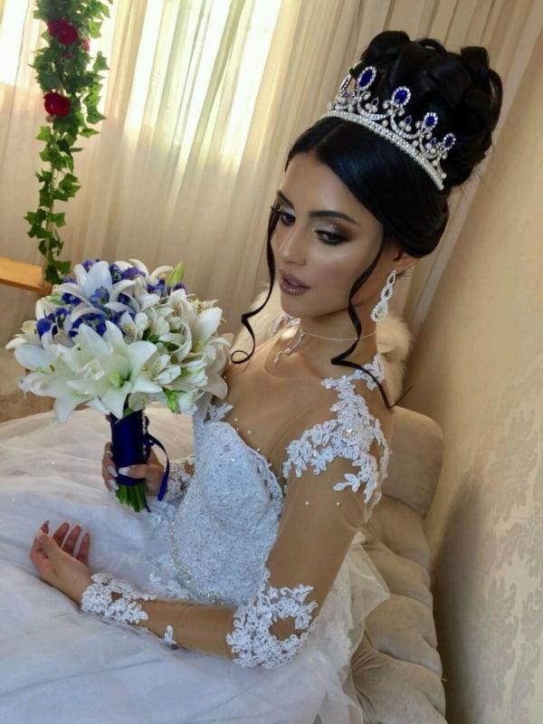Coroa de noiva prateada com azul