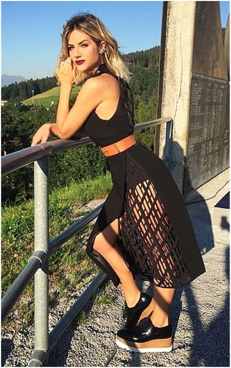 Giovanna Ewbank com oxford flatform preto