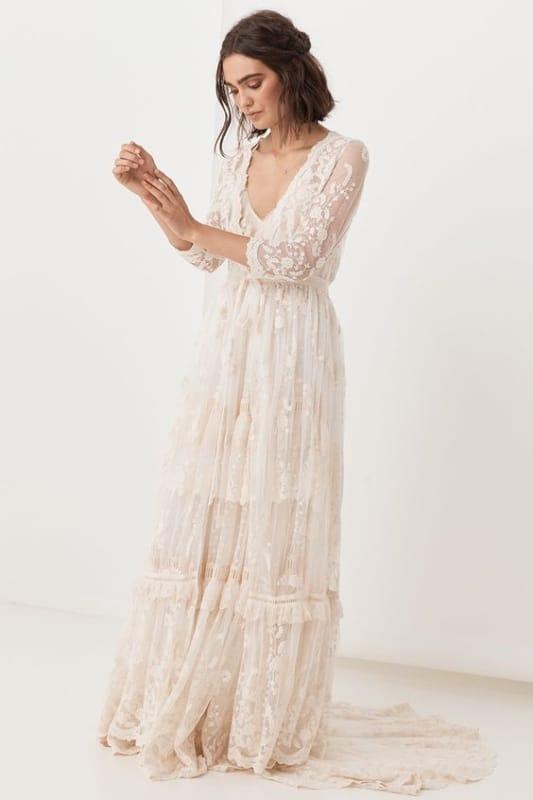 Ideia de vestido rendado longo na cor off white