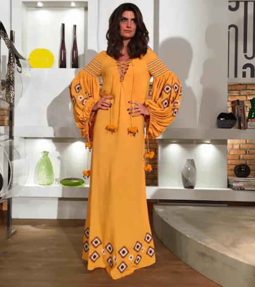 Isabella Fiorentino com vestido amarelo com mangas longas 1