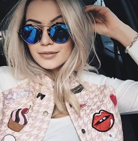 Jaqueta com patches e óculos tumblr