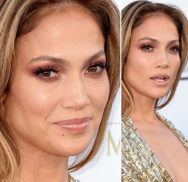 Jennifer Lopez com maquiagem nude para casamento de dia
