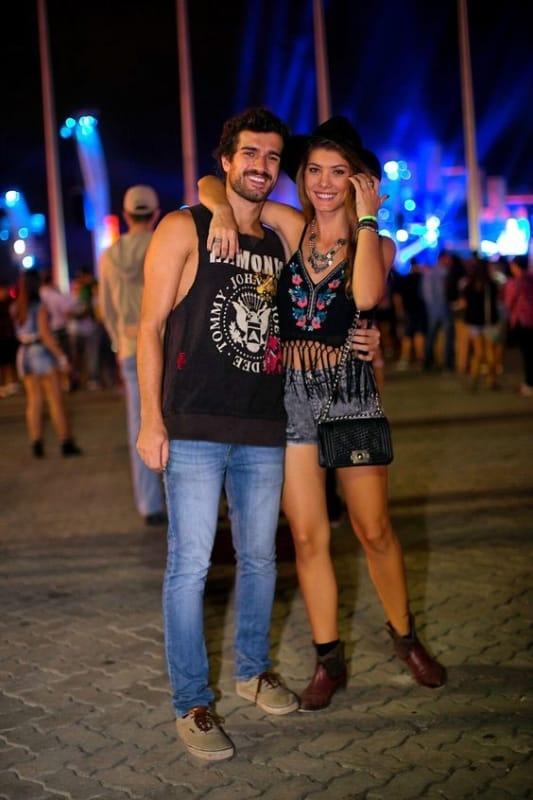Look Rock in Rio masculino com regata e jeans