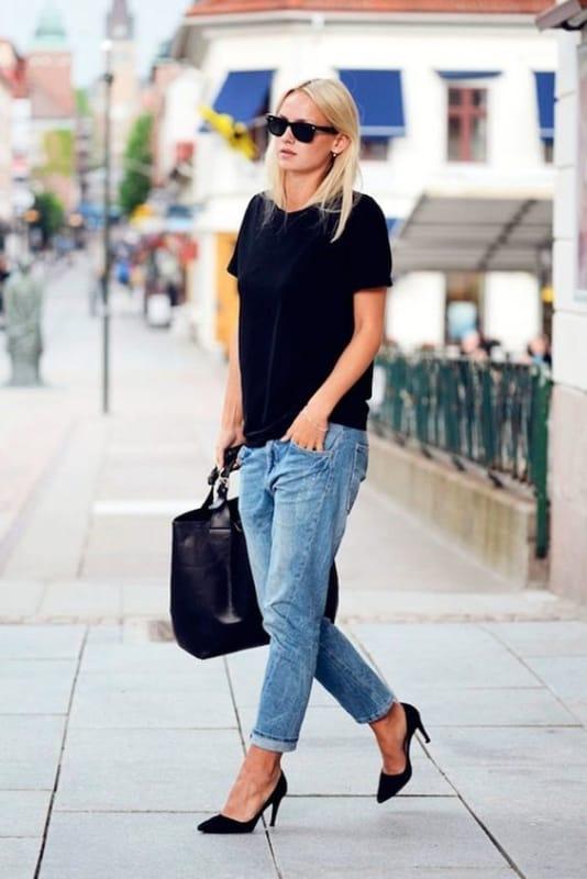 Look casual com bolsa de couro tote preta