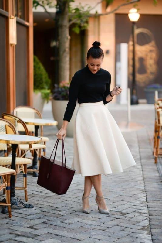 Look clássico com bolsa de couro tote