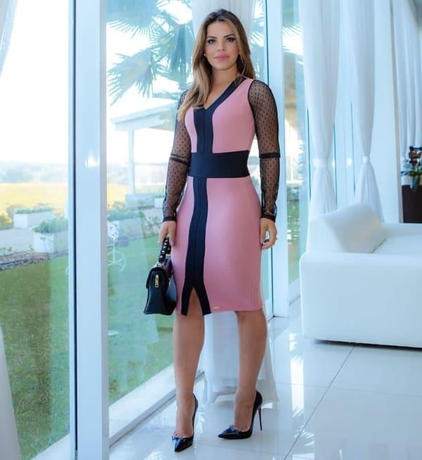 Look com vestido rosa social