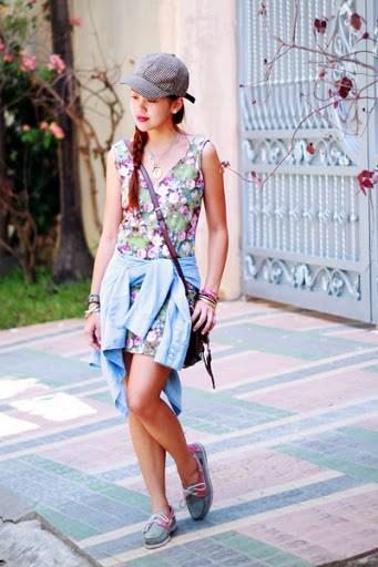 Look de verão com vestido floral e dockside feminino combinando