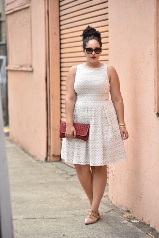 Look de verão plus size com vestido off white