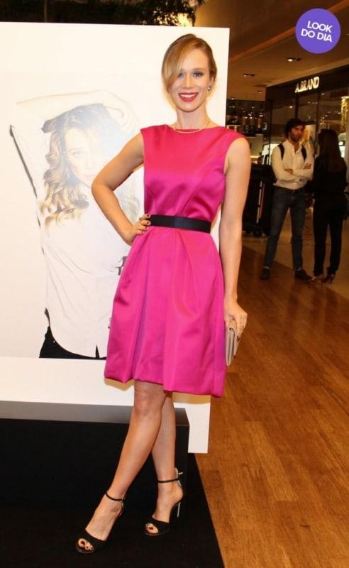 Mariana Ximenes com vestido social pink