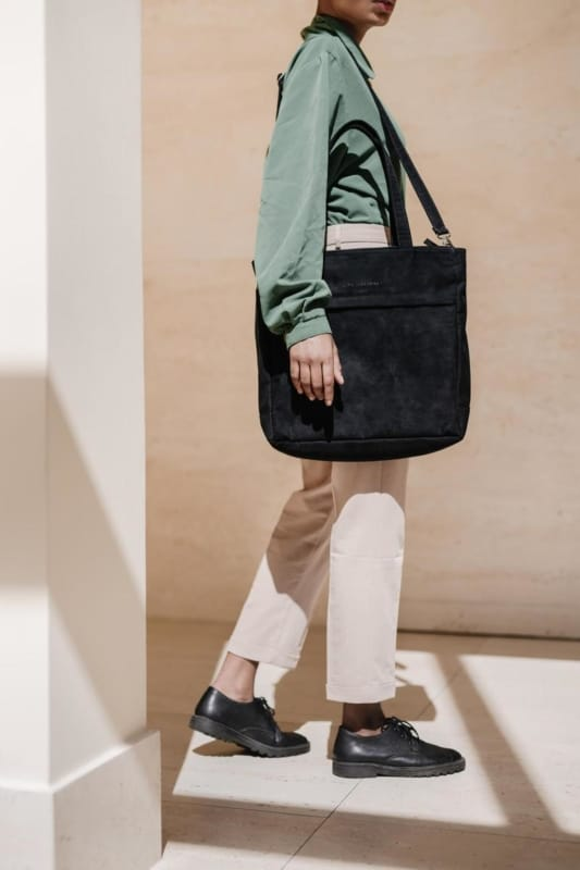 Modelo de bolsa grande tote preta