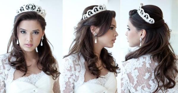 Noiva com cabelos meio presos e coroa prateada