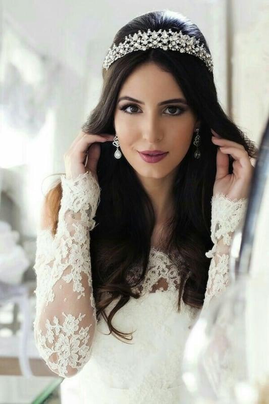 Opção de usar Coroa de noiva com cabelos soltos