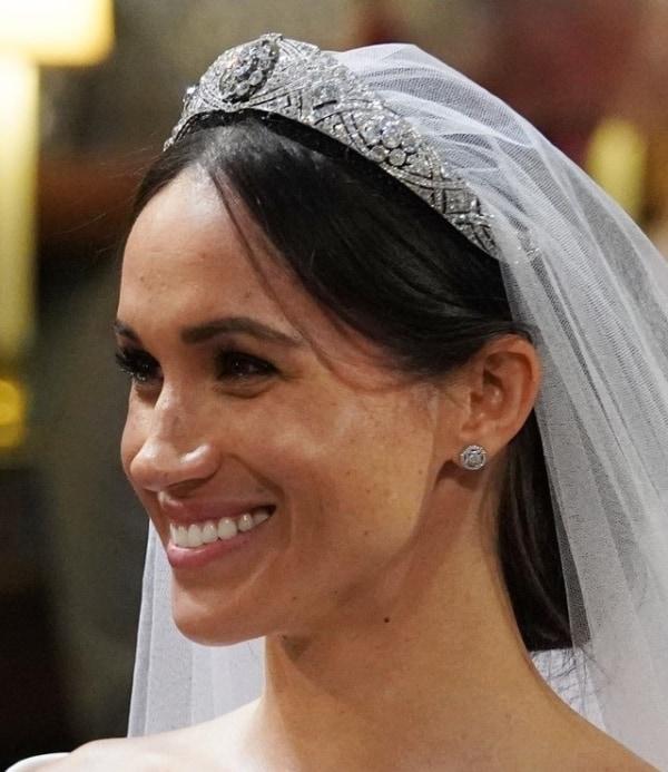 Princesa Meghan Markle com coroa de strass