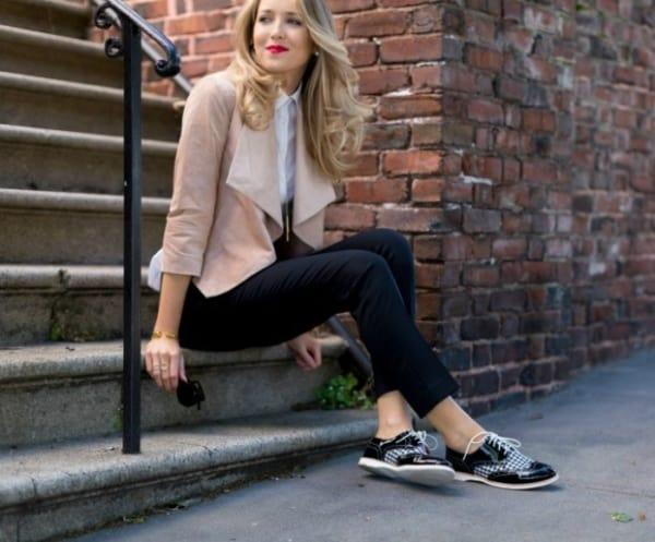 Sapato oxford preto e detalhe xadrez