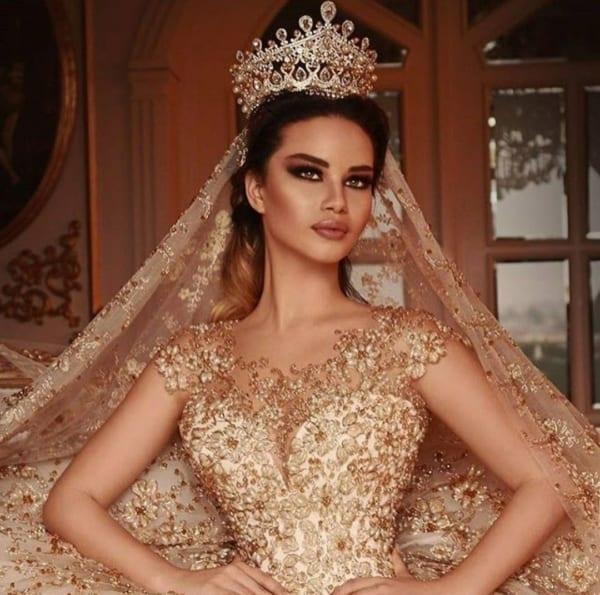 Sugestão para noivas que desejam se casar de dourado