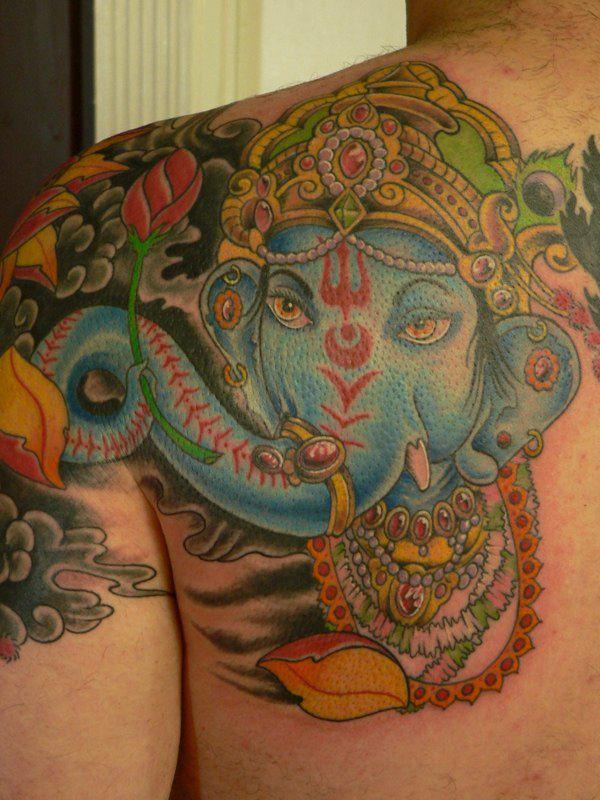 Tatuagem Ganesha grande e colorida