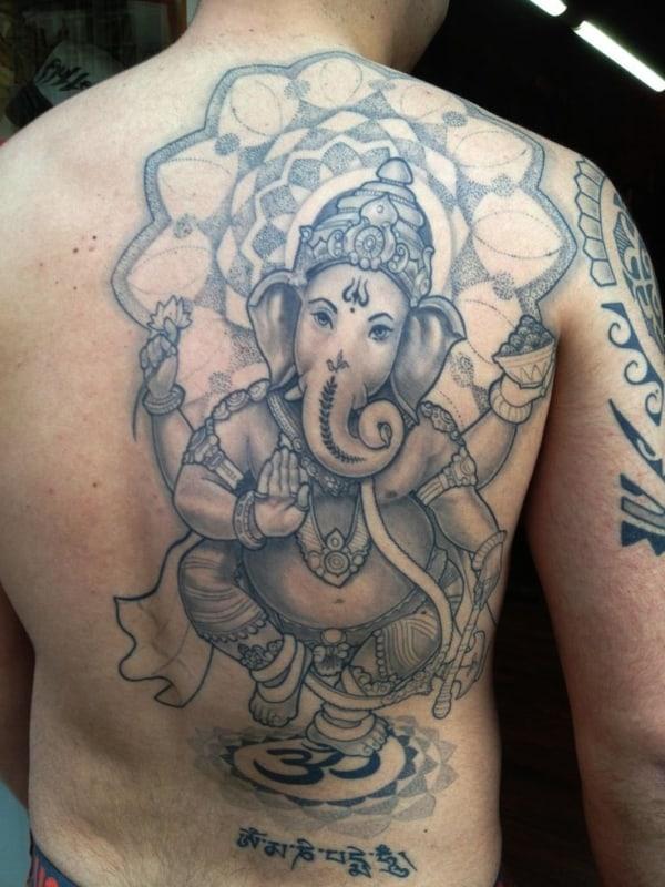 Tatuagem Ganesha grande nas costas