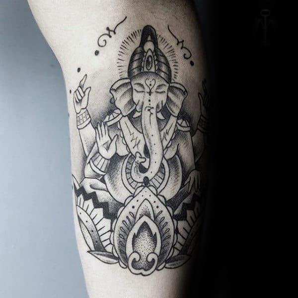 Tatuagem Ganesha na perna simples