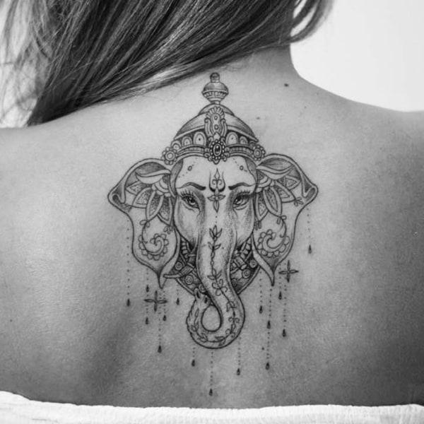 Tatuagem Ganesha nas costas
