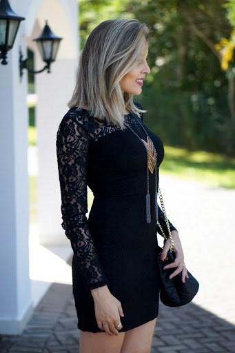 Tubinho preto com mangas longas rendadas
