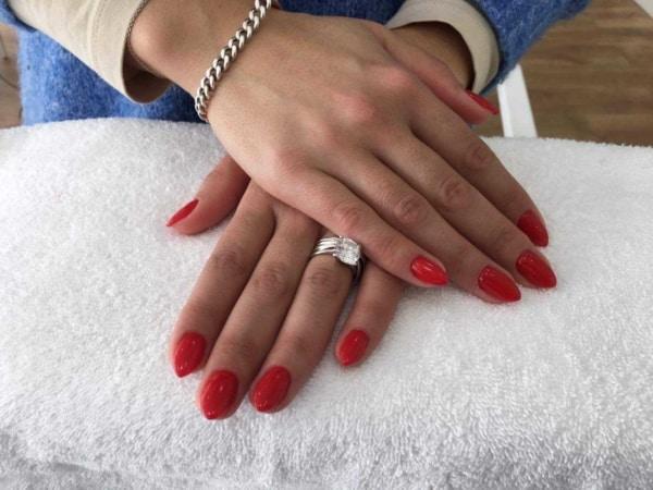 Unhas vermelhas para madrinhas de casamento