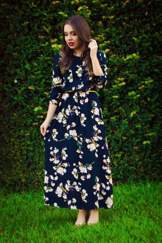 Vestido longo azul marinho floral