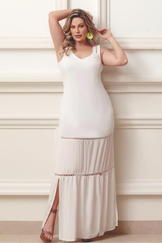 Vestido longo plus size com fenda