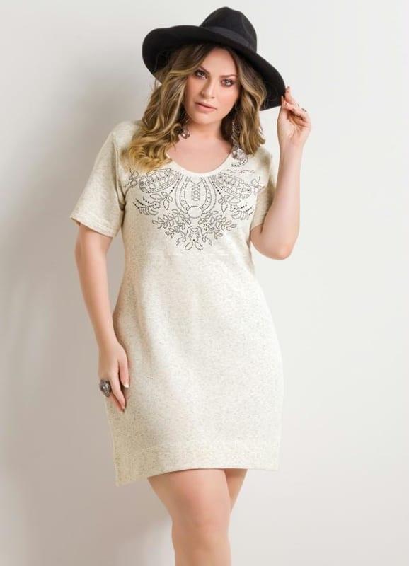 Vestido off white com aplicações plus size