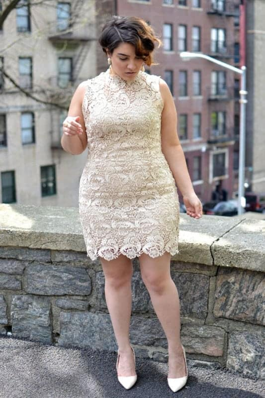 Vestido rendadinho off white para plus size