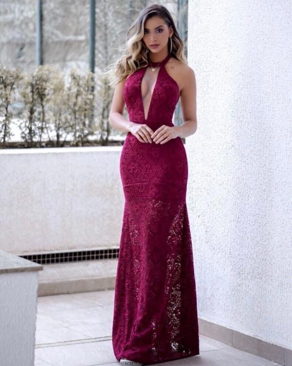 Vestido sexy para madrinha na cor marsala