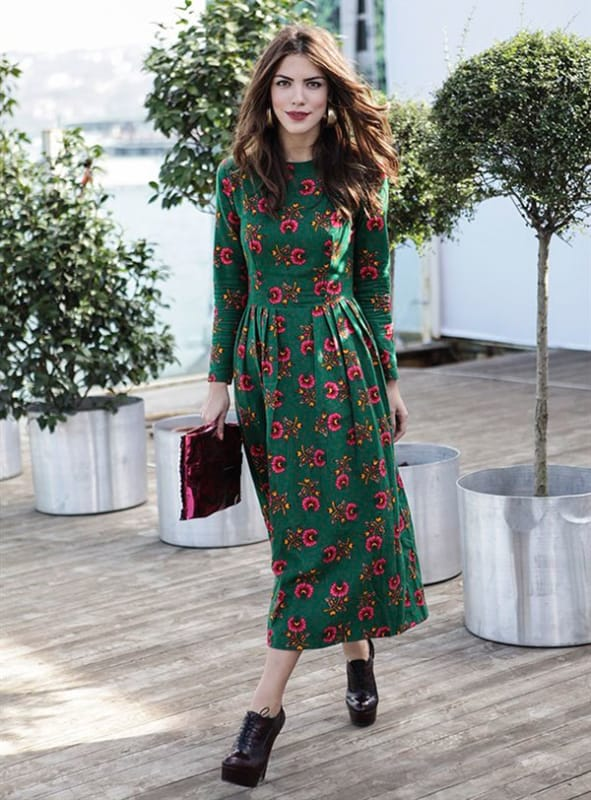Vestido verde floral com mangas longas